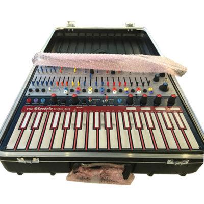 Music-Easel-B-Stock-Keyboard-1